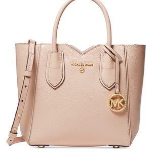 Michael Kors Mae small messenger bag